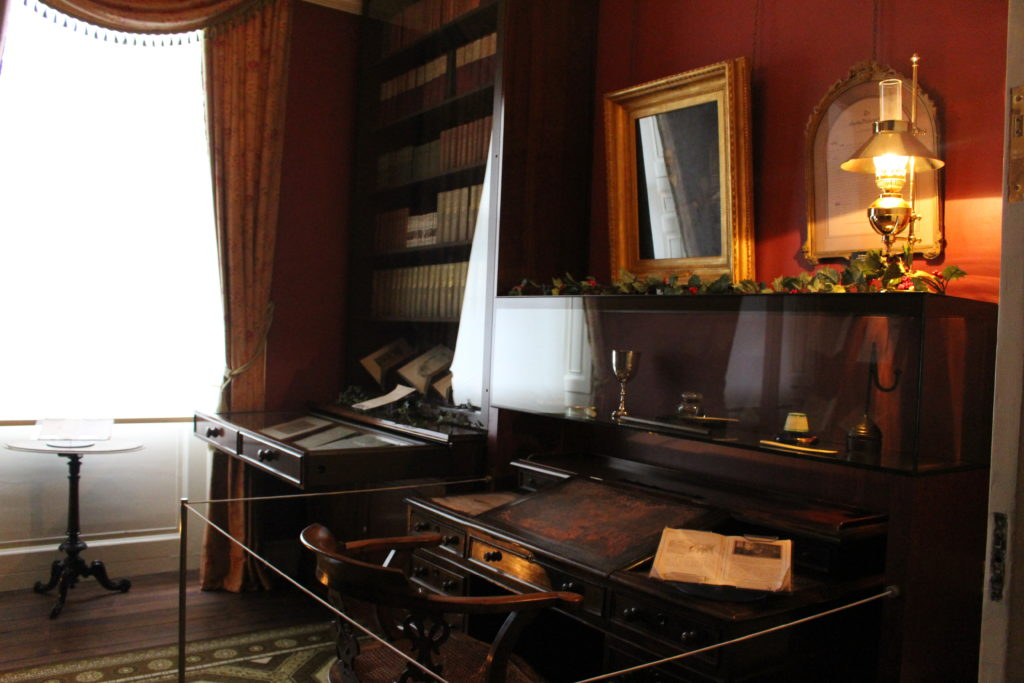 Chalres Dickens Museum - The Study